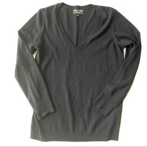Banana Republic Navy Flipucci V-Neck Sweater Large